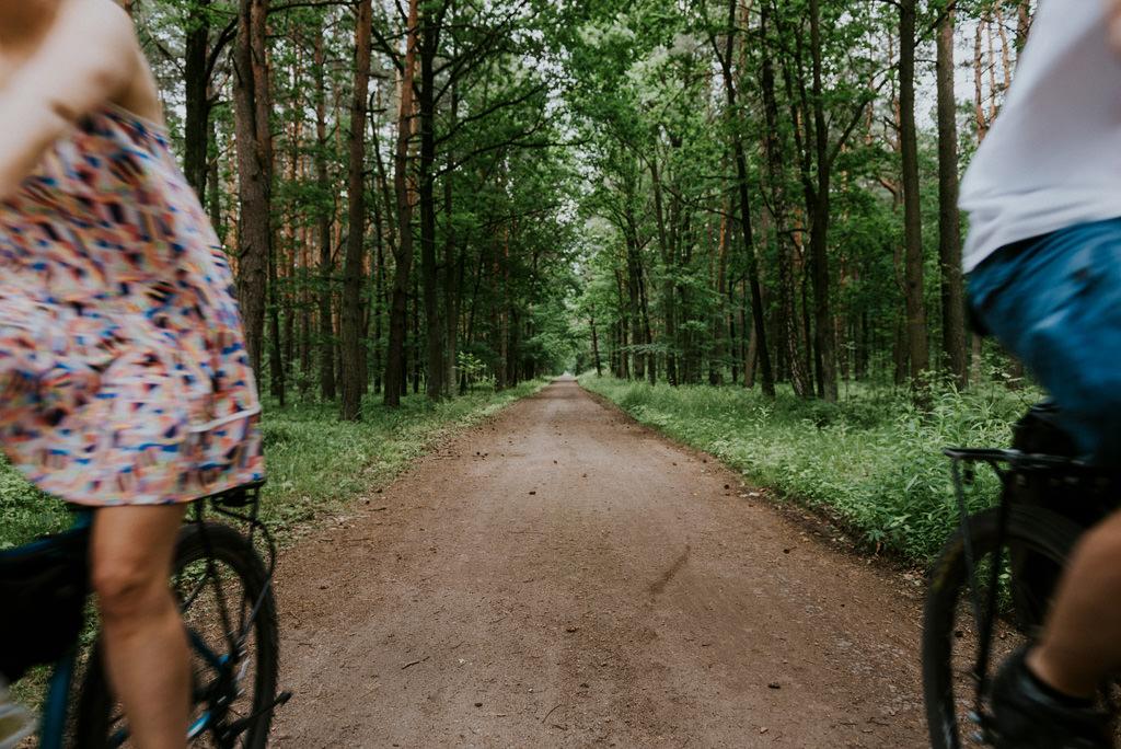 sesja narzeczeńska z rowerami