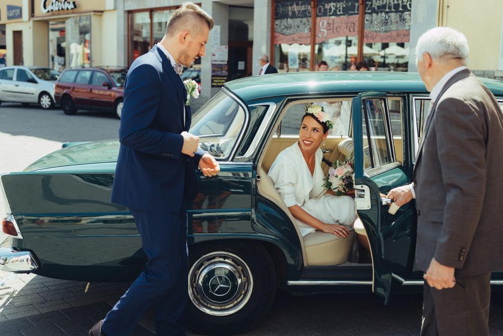 samochód viantage do ślubu