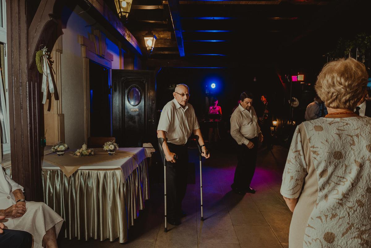 dziadek na weselu
