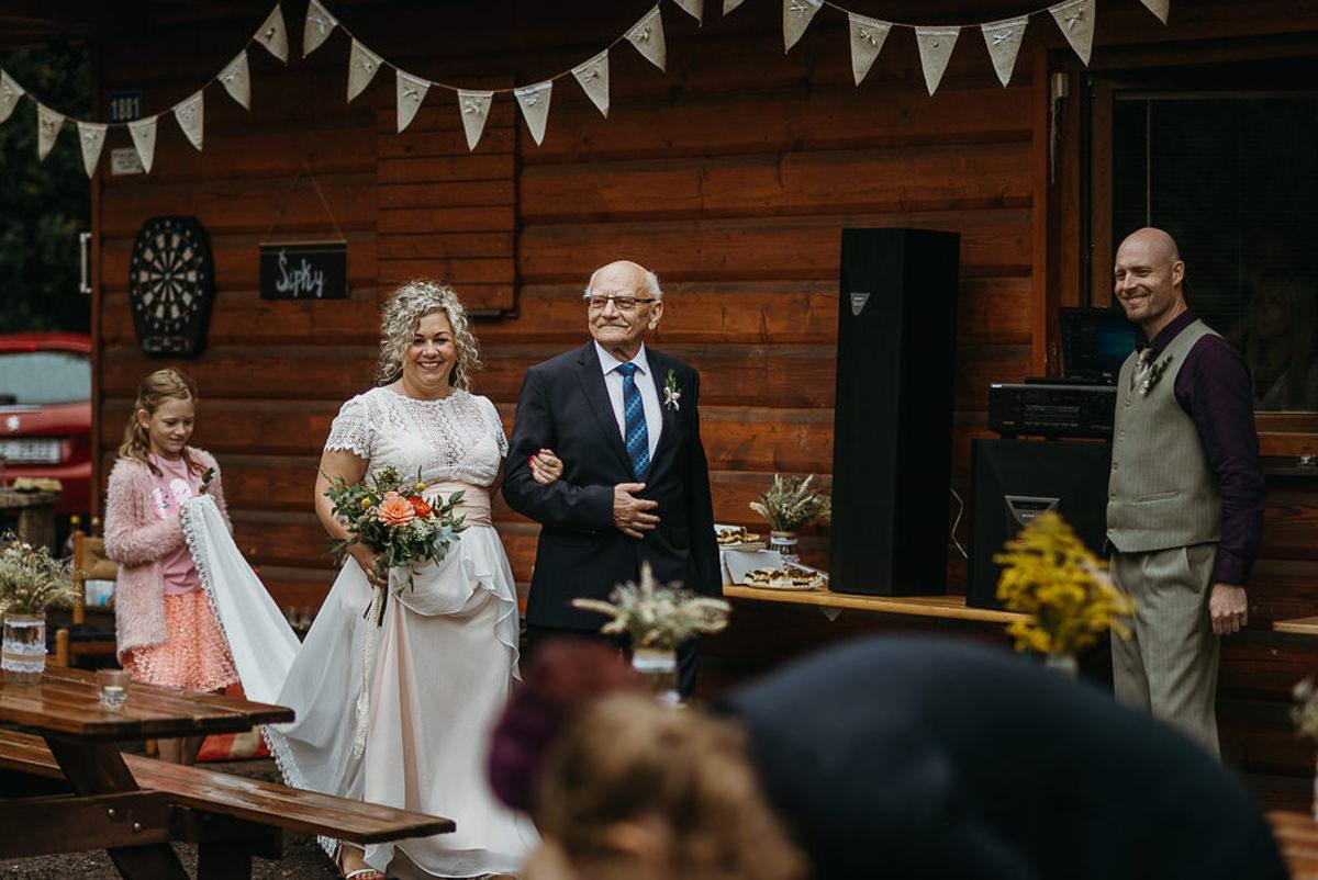 panna młoda w stylu boho ślub w plenerze