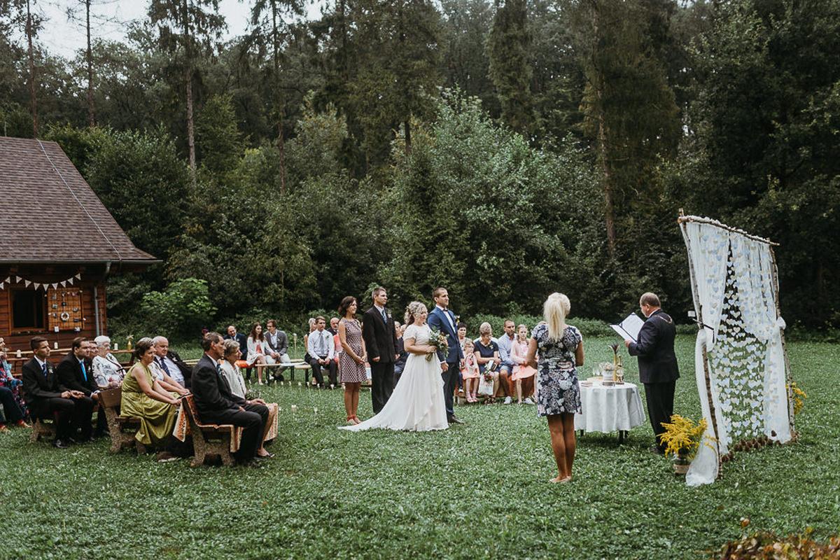 ślub plenerowy w stylu rustykalnym