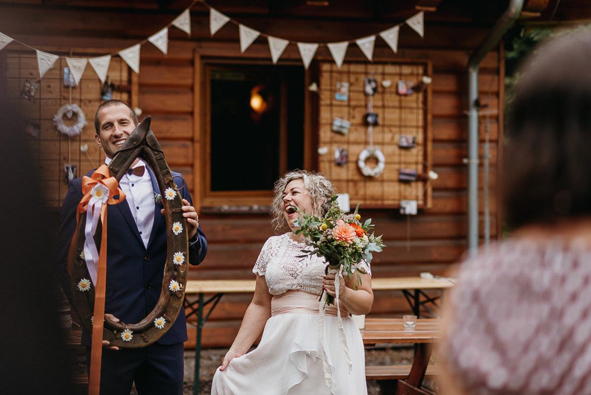 plenerowy ślub w stylu rustykalnym