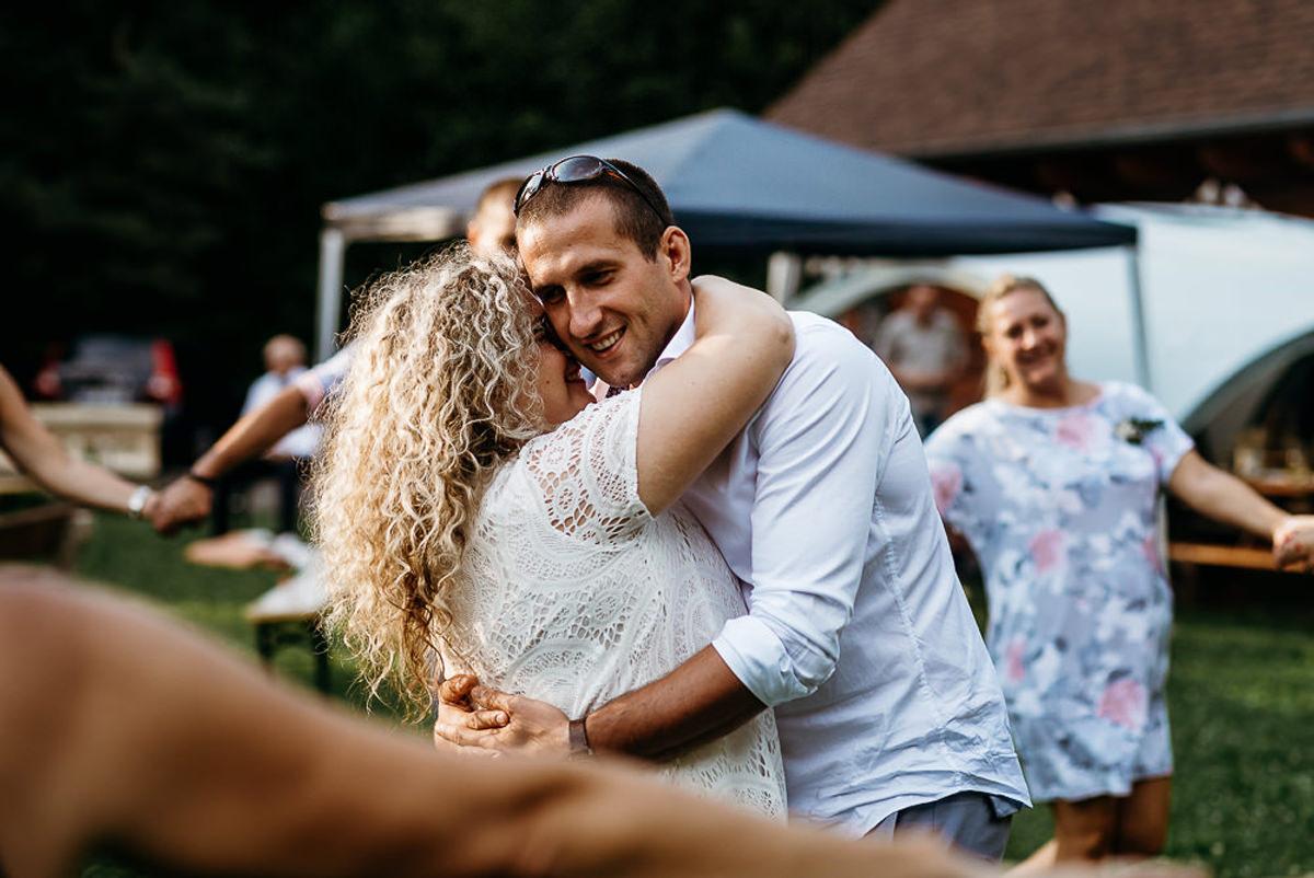 pierwszy taniec na weselu w plenerze