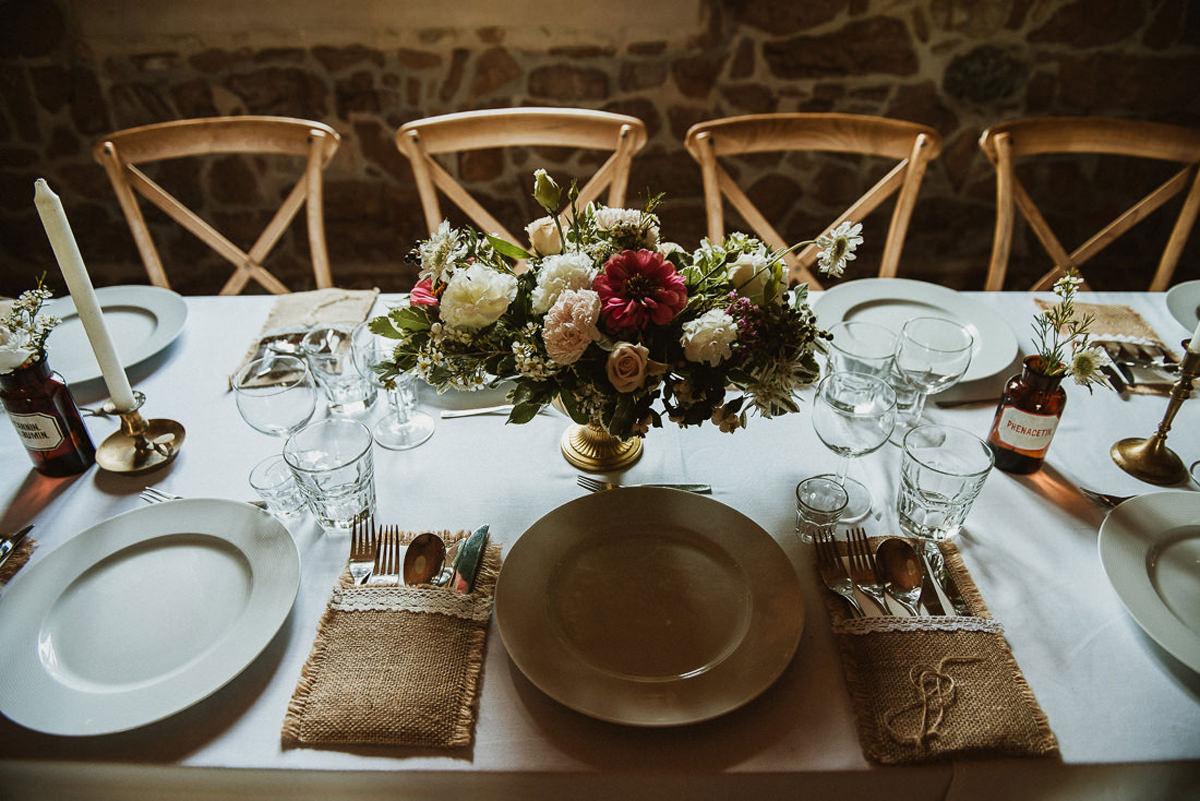 wesele w Dolinie Cedronu dekoracje stołu