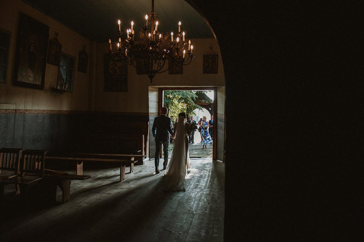 ślub w kościele św. Piotra i Pawła Leńcze